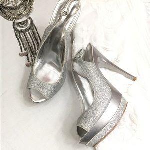 """""""Bakers"""" silver glitter open toe platform heel- 8"""